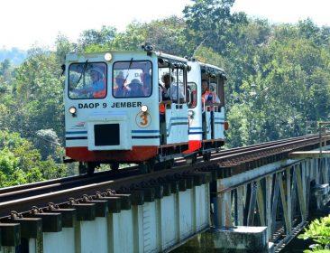 Lori wisata Kaliraga milik PT. Kereta Api Indonesia (KAI)
